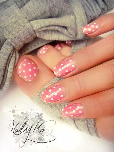 Cute Polka Dot Toe Nail Designs