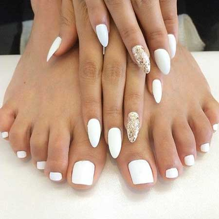 29 popular toe nail designs you should see white and gold nails prinsesfo Image collections