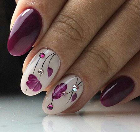 Manicure White Purple Flowers