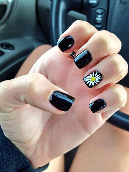 Black Acrylic Manicure Daisy