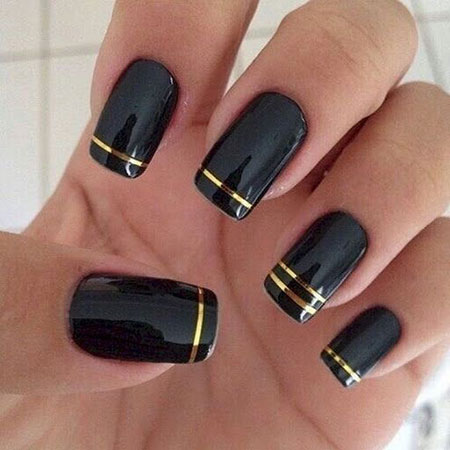 8 Black And Gold Nails 39