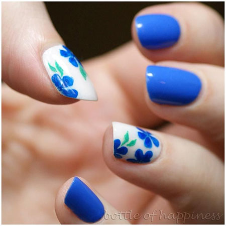 Short Nails with Blue Flower Nail Design, Blue Year Trend Round